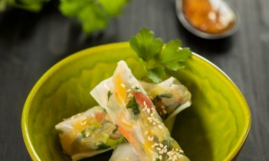 Oriental-Wok kevätrullat dippikastikkeella